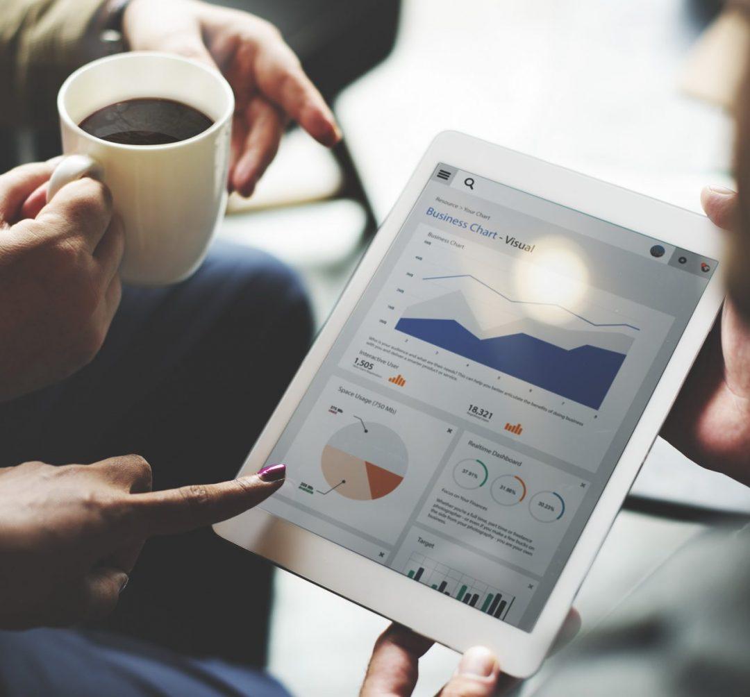 收集市場反饋進行各項行銷活動成效分析與檢討,詳細分析各平台對消費者及議題發酵之影響。利用輿情分析結果,研擬新的行銷策略及成本優化方案。